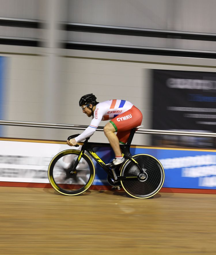 Lewis Oliva sprint cycling training at the Newport Velodrome